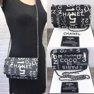 💎RETIRED💎CHANEL No 5 WOC crossbody purse